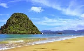 Pesona wisata Pulau Merah di Banyuwangi Jawa Timur