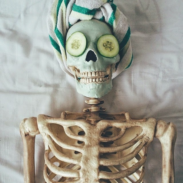 http://funchoice.org/picture-choice/funny-pictures/meet-skellie-the-skeleton-who-can-imitate-every-girl-on-instagram