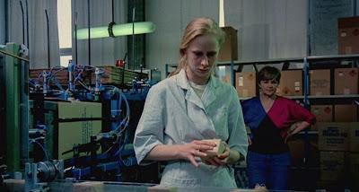 Kibrit Fabrikasında Çalışan Kız  Iris