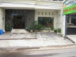 Hotel Paprica 1 Surabaya Terletak Di Jalan Kalibokor Selatan No 76 Ini Tidak Terlalu Jauh Atau Dekat Dengan Bandara Juanda Yakni Sekitar