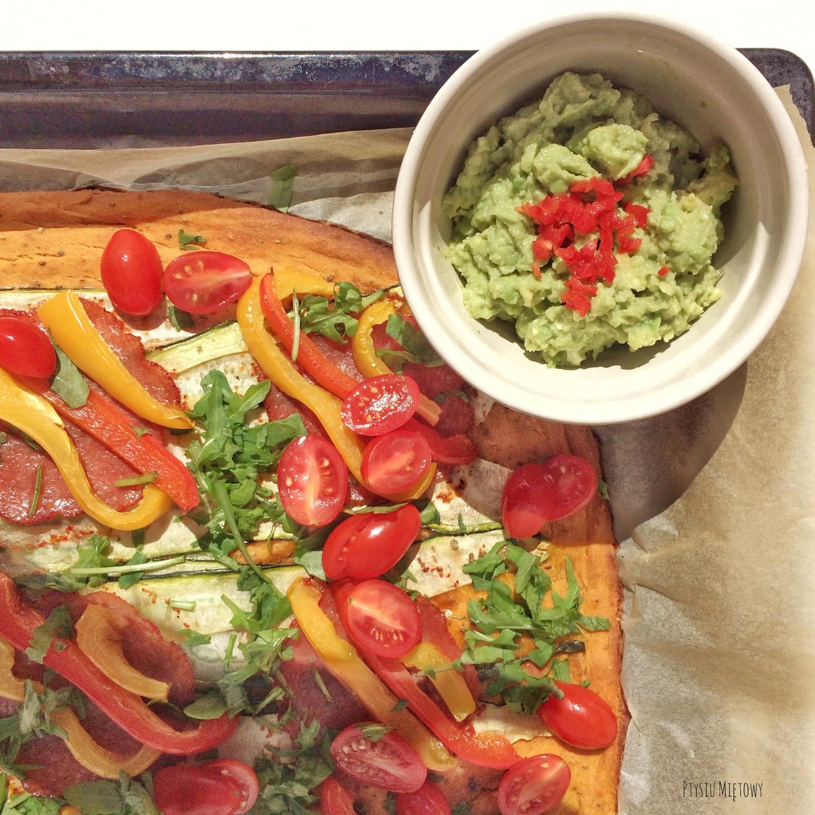 Pizza bataty spód z batatow ptysiu miętowy dip awokado limonka pomidory rukola