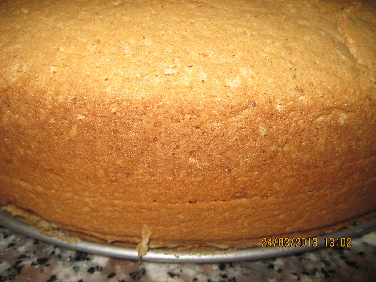 ... sulla torta: Torta mimosa con fiorellini in pasta di zucchero