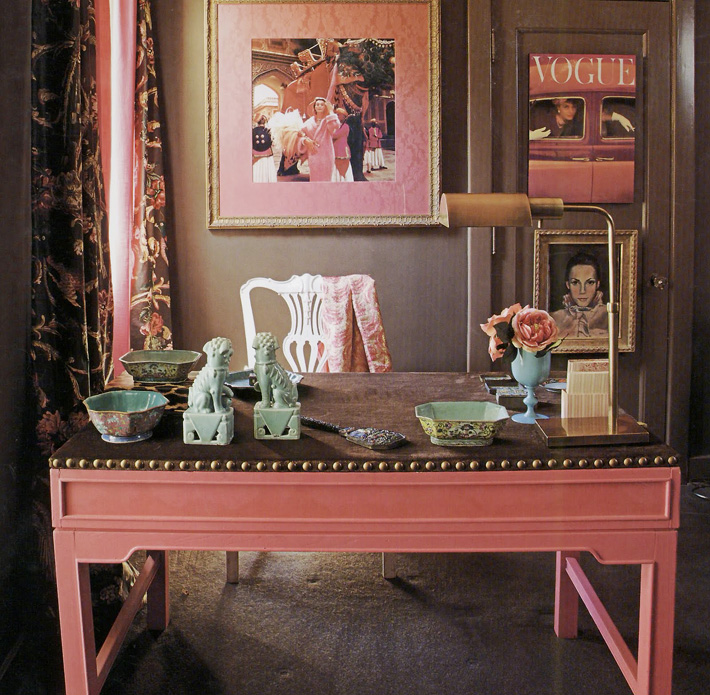 Chinoiserie chic the pink chinoiserie desk - Pink office desk ...