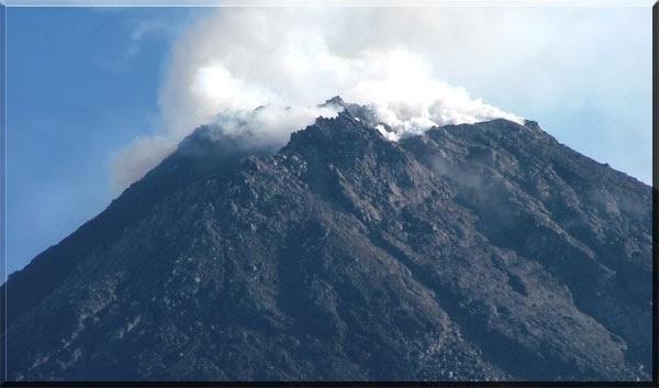 Gunung Slamet Meletus