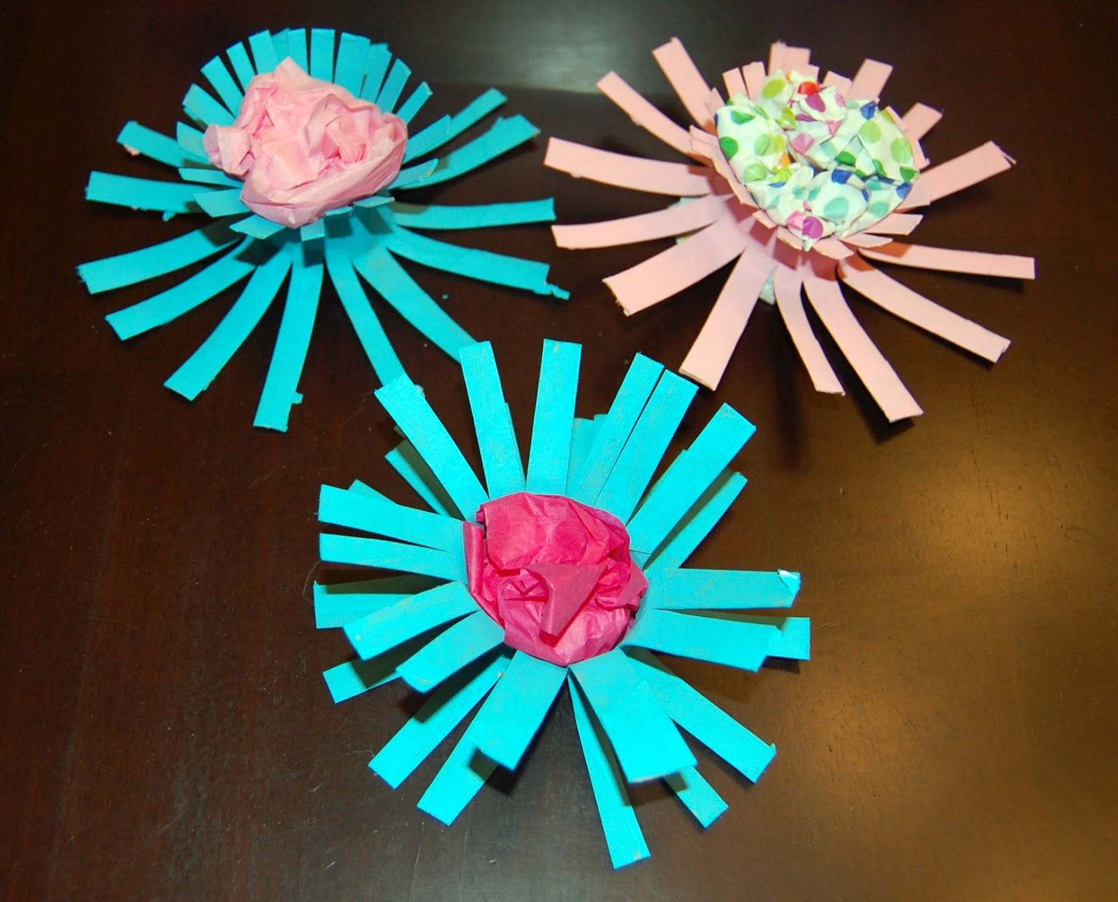 Toilet paper tube flowers an earth day project for Cardboard tube flowers