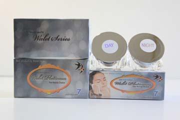 Cream Walet Premium