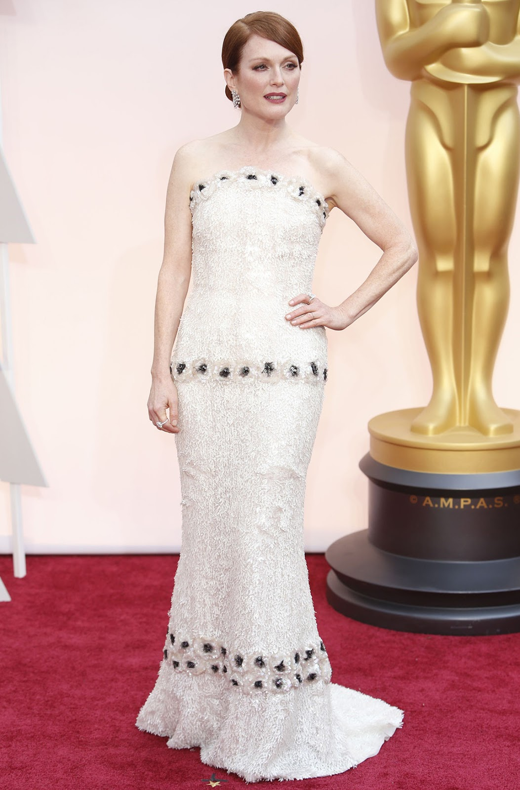 Julianne Moore in Chanel at the Oscars 2015