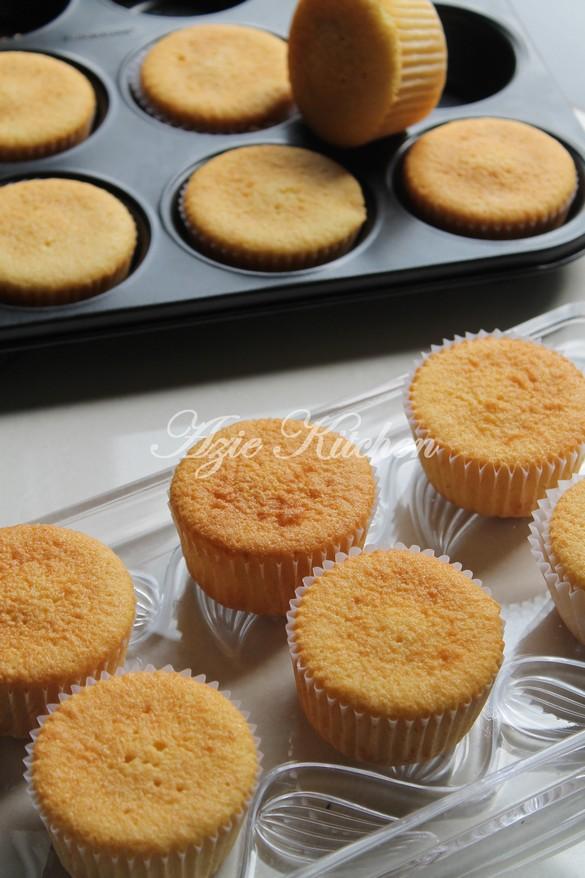 Seriously Super Delicious Vanilla Cupcakes Azie Kitchen