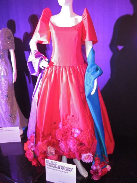 Filipiniana Terno Dress http://www.thefashpack.com/2011_11_01_archive.html