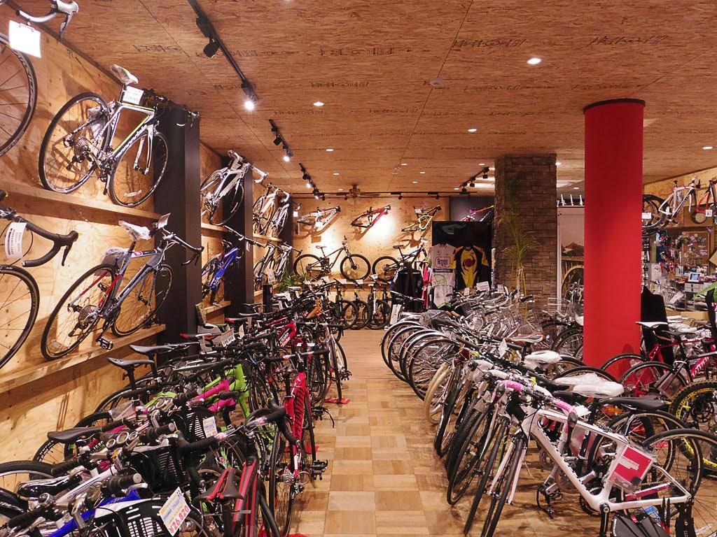 動線が確保され、整理された綺麗な店内。雰囲気も良い。