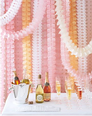Paper wedding easy diy paper backdrops for Paper decorations diy