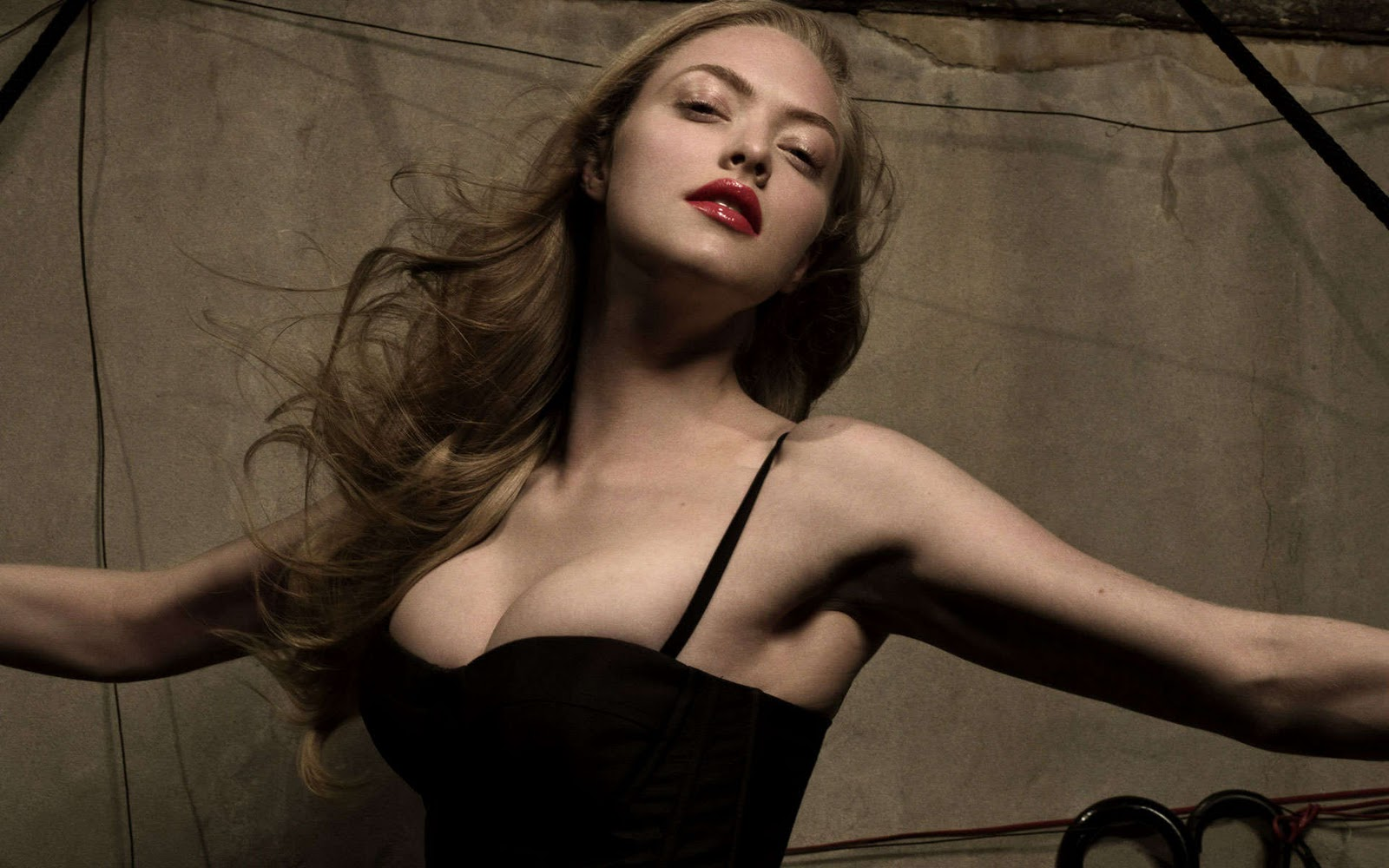http://3.bp.blogspot.com/-scFt8Zgakbo/Tx7gdZlmdTI/AAAAAAAAB-8/UIRuceNboig/s1600/Amanda+Seyfried+Esquire-4.jpg