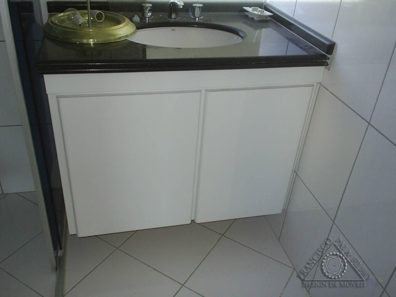 Francisco Pai & Filho: Gabinete de Banheiro com Cesto de Roupa #51677A 1280 960