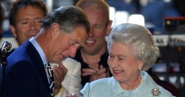 Rita guandalini corone a tradimento giu 39 le mani for Quanto costa la corona della regina elisabetta