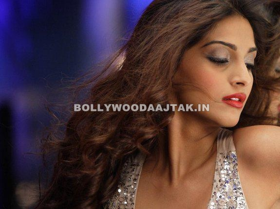 Sonam Kapoor1 - Sonam Kapoor as Naina Players Movie stills