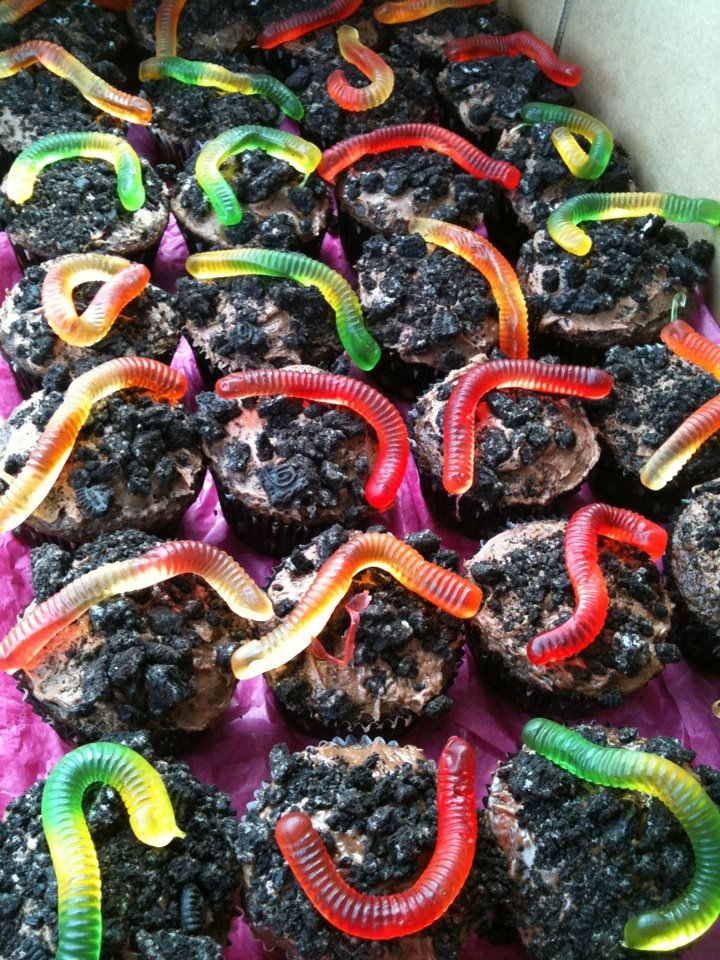 living with threemoonbabies: Worms in Dirt Cupcakes