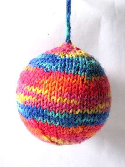 Knitting Pattern Christmas Baubles : Knitting and More: Knitted Christmas Decorations