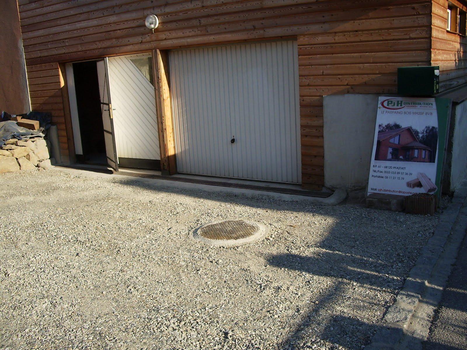 Ma maison en parpaings de bois bvb caniveau du garage et for Porte de garage weber