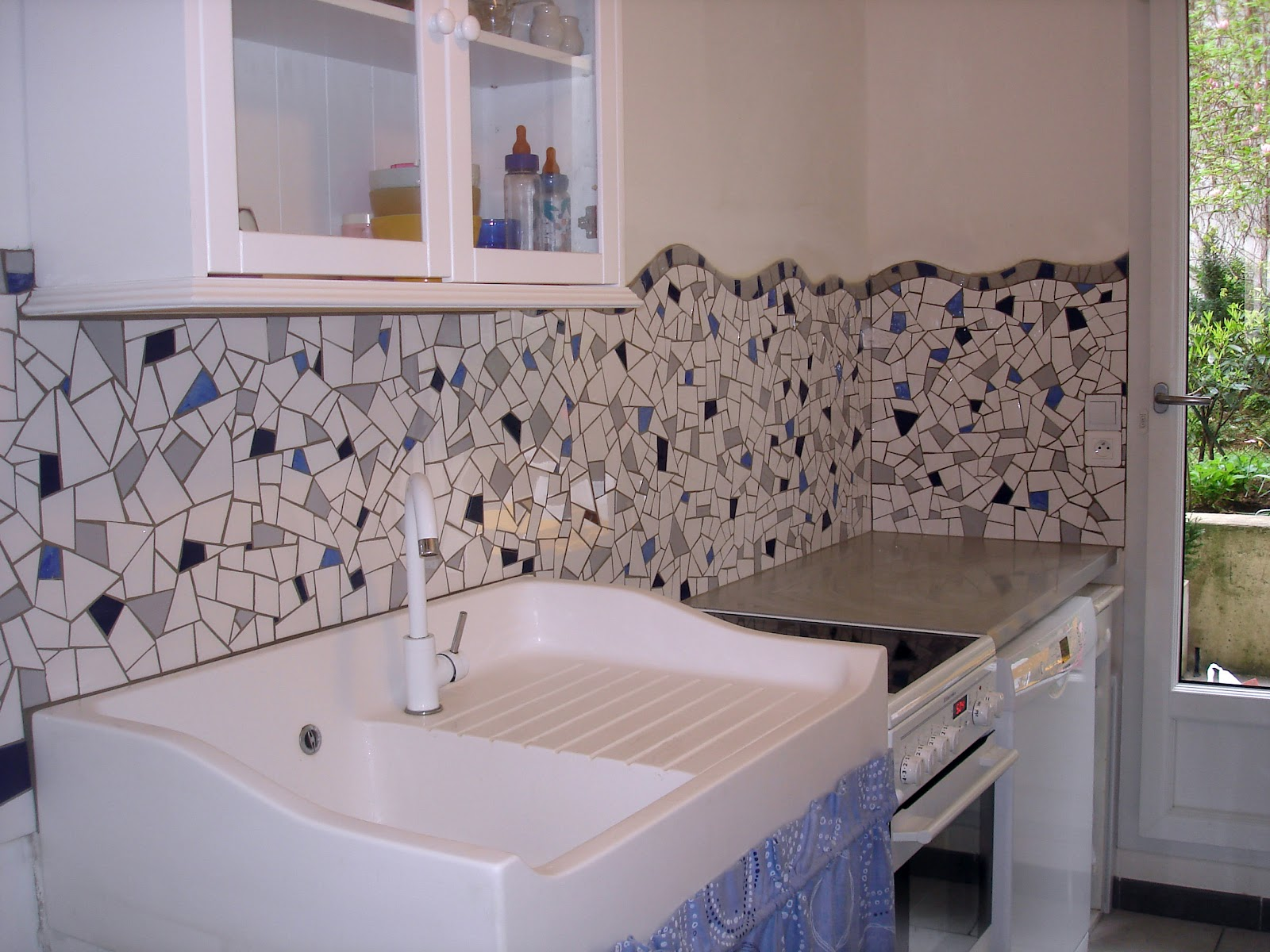 Crdence mosaique cuisine credence grise cuisine blanche marvelous cuisine grise et blanche - Credence mosaique cuisine ...