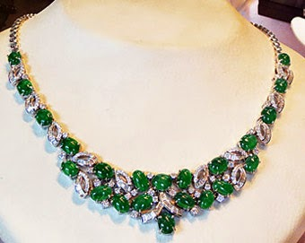 Pretty green necklace with diamonds