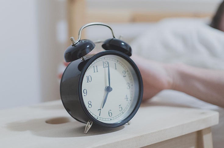 "Are you wanting to convert from a ""night owl"" to an ""early bird""? Check out these 7 quick ways to help your body & mind settle into a new routine!"