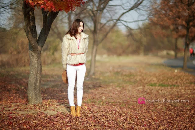 1 Shin Hae Ri outdoor - very cute asian girl-girlcute4u.blogspot.com