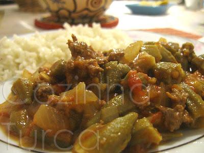 Quiabos com Carne Picada (Kıymalı Bamya)