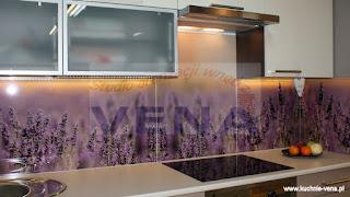 Szyba w kuchni - aranżacje kuchni także przez Internet