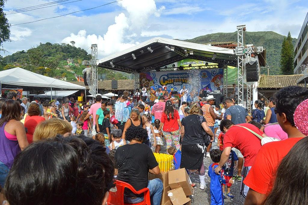 Grupo Encantos e Batuques surpreende o público da Feirinha com repertório da música folclórica brasileira