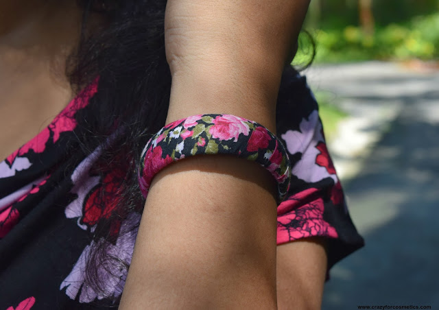 Floral design bangle