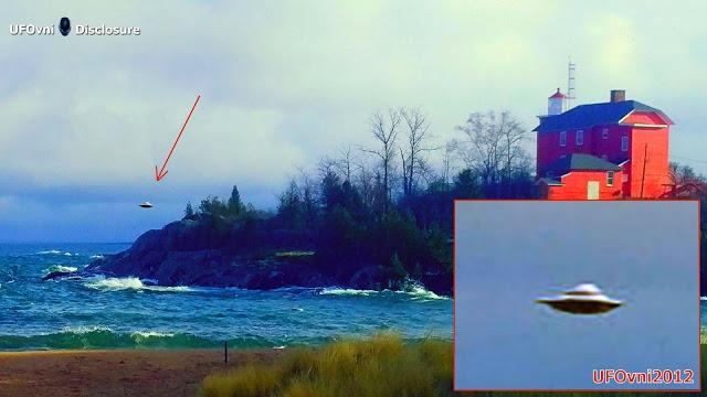 Cet ovale objet en forme de planait sur la plage pour 2 minutes ou plus, puis a décollé au nord de