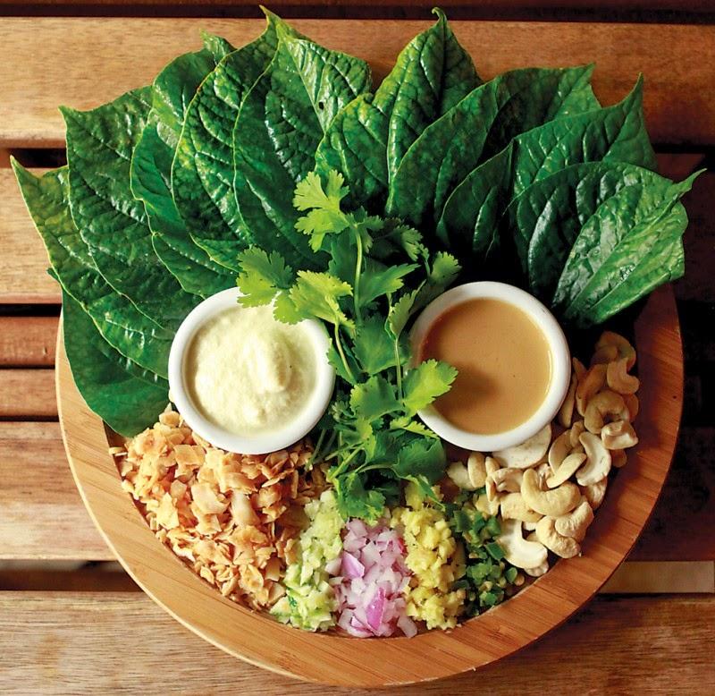 Второй минус сыроедения - нужно съедать действительно ОЧЕНЬ много по объему, чтобы наестся овощами и фруктами.