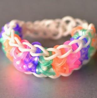 http://loomlove.com/make-totem-pole-bracelet/