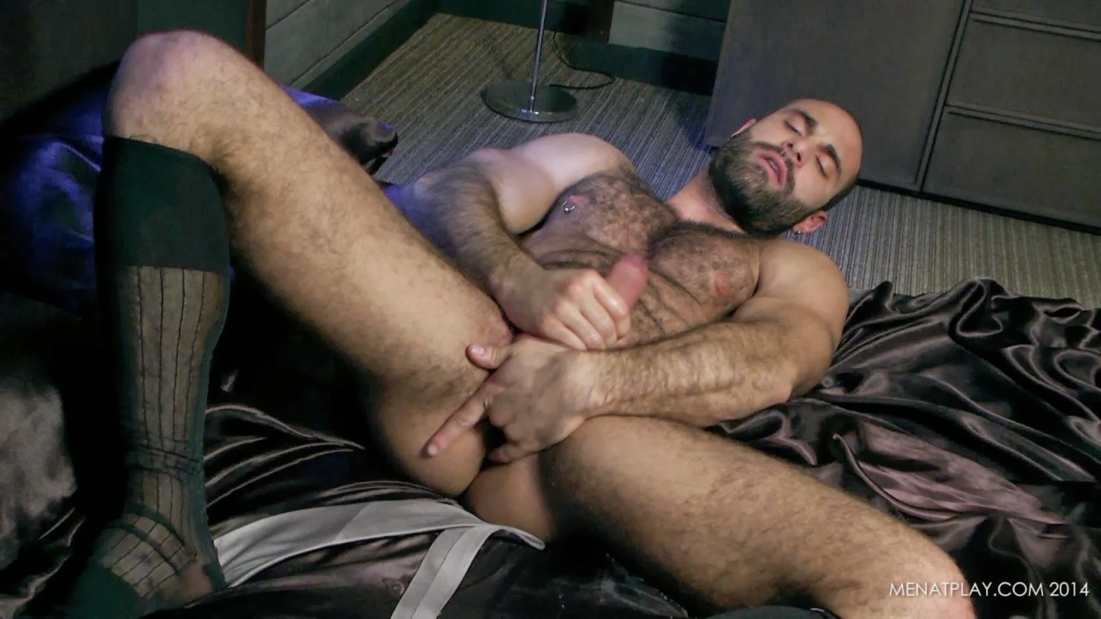 Pornstar muscle man jerks off