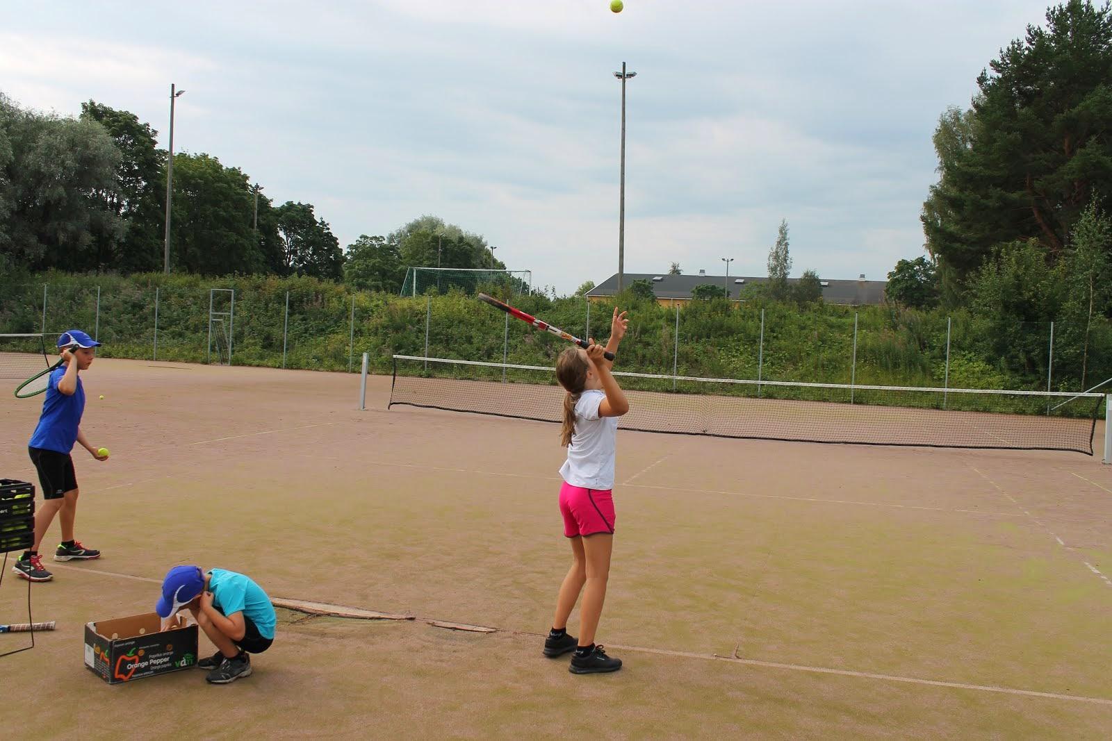 Tennisvalmentaja Olavi Lehto käytettävissänne Tenniskoulu Nokia Tampere Pirkkala Pirkanmaalla