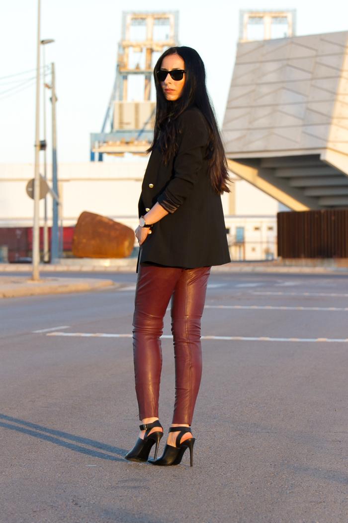 Pantalones-cuero-napa-granates-ajustados-pitillos-MUUBAA-Verona-burgundy-Bloggers_moda_españolas-importantes