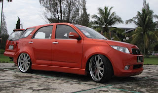 CARS MODIFICATION: Modifikasi Toyota Rush warna merah Ceper