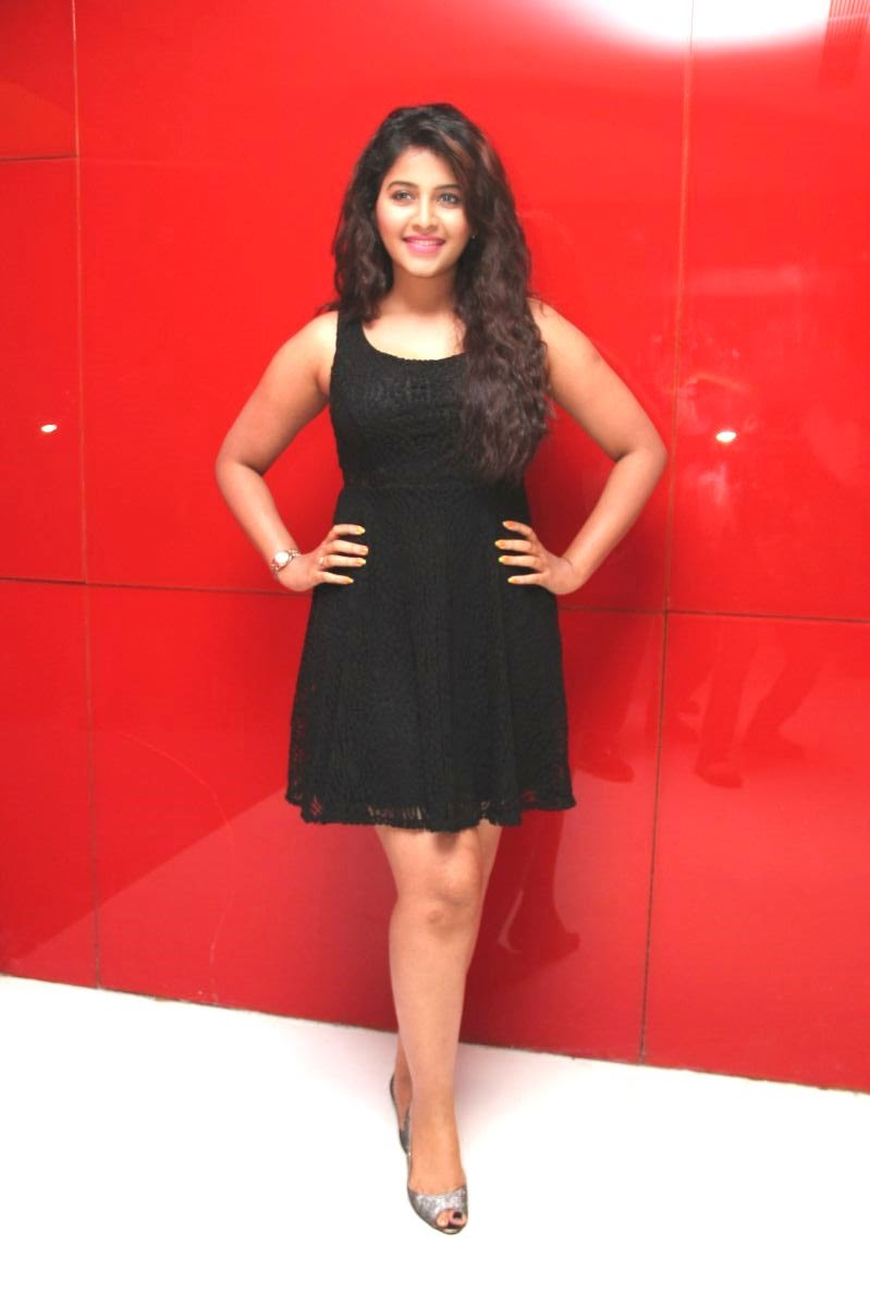 Anjali Looks Really cute in short mini sleevelss dres and open hairs spicy Pics