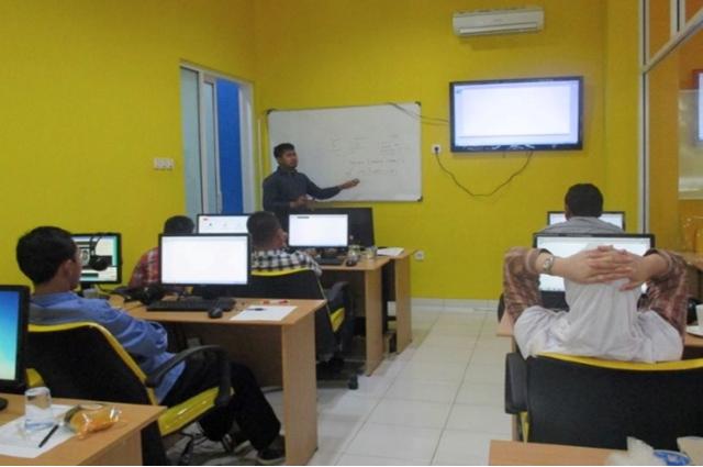 Suasana belajar pada Tempat Kursus Website, SEO, Desain Grafis Favorit 2015 di Jakarta