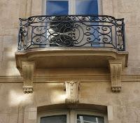 Balcon supérieur du 15 rue Danielle-Casanova à Paris