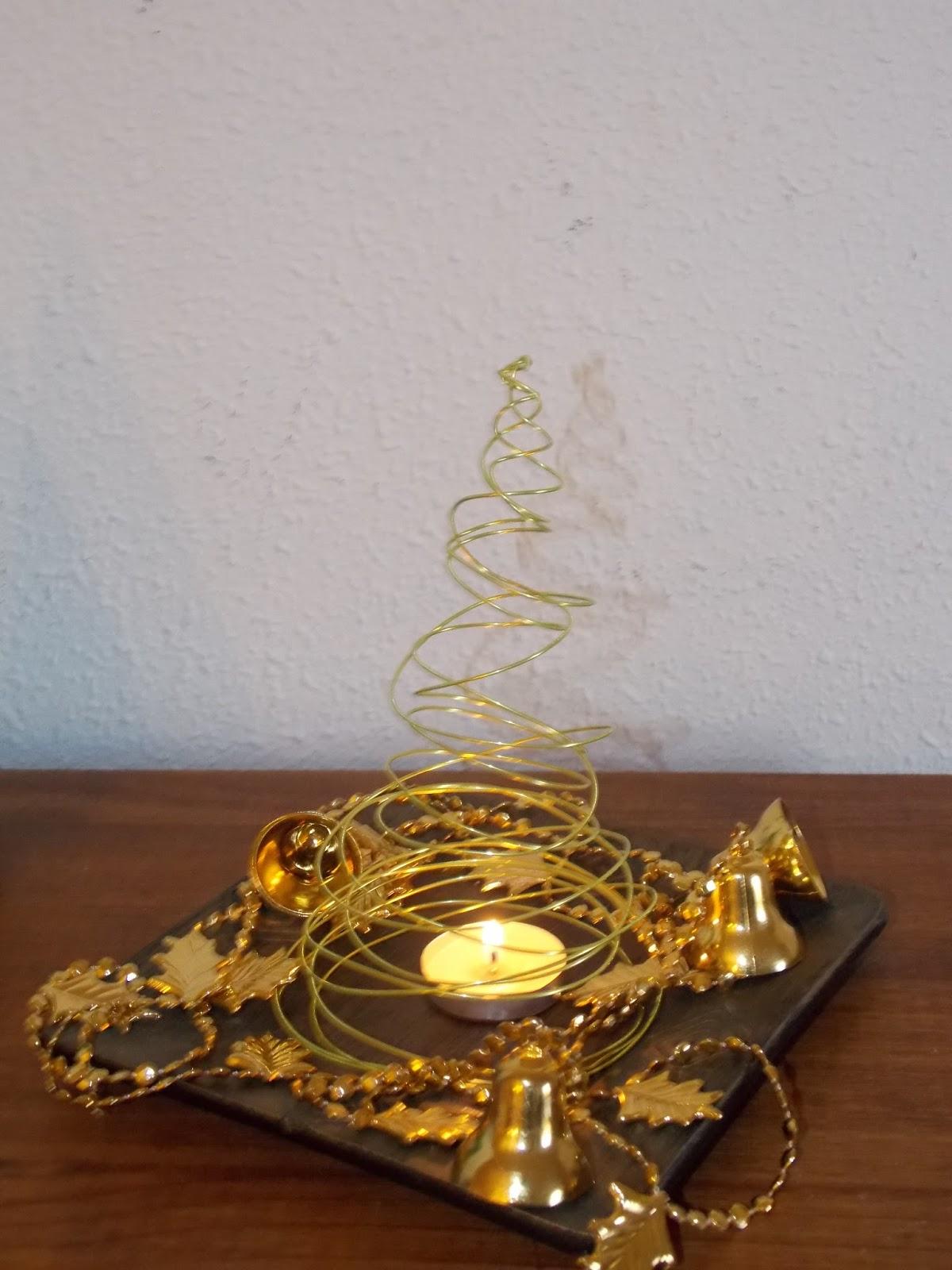 Portavela navideño con árbol de alambre