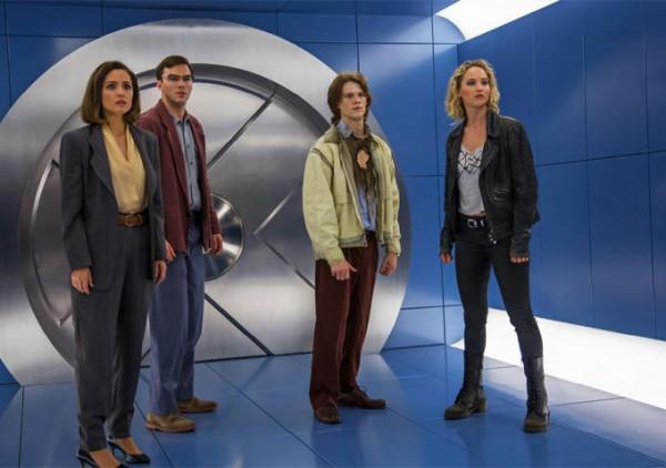 1983年を舞台としており、キャラクターたちは80年代ファッションを身に着けている。