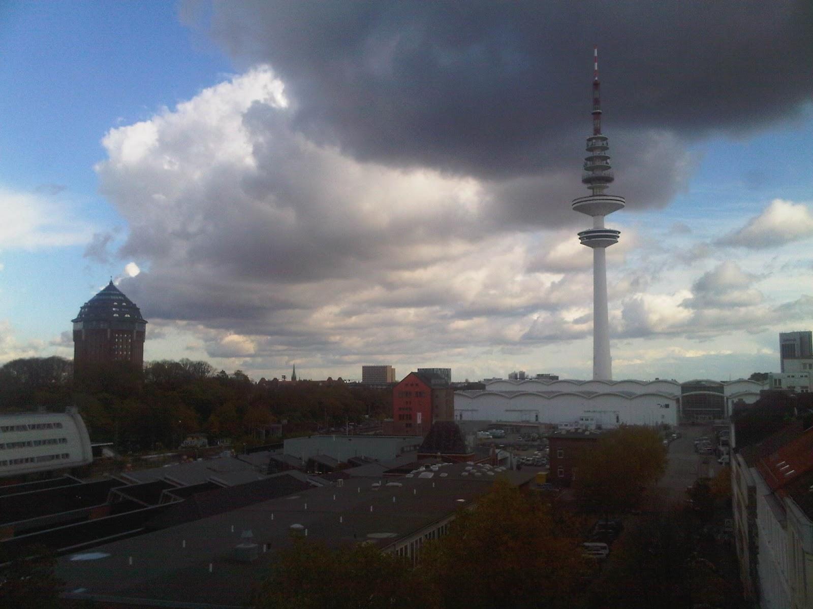 Fernsehturm Hamburg - Dunkle Wolken