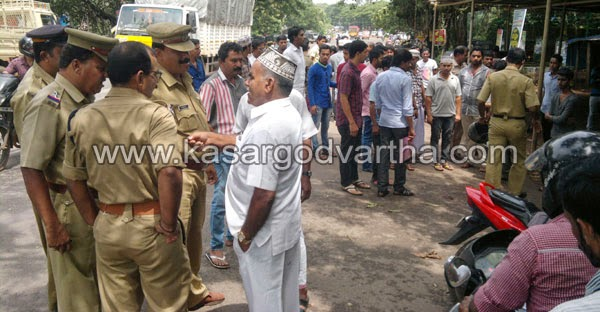 Kasaragod, Vidya Nagar, Police, Scooter, B.C Road, Vehicle, Clash, Bike riding without driving license; occurs clash.