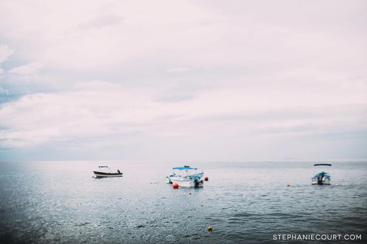 boats sitting in Bahía de Banderas