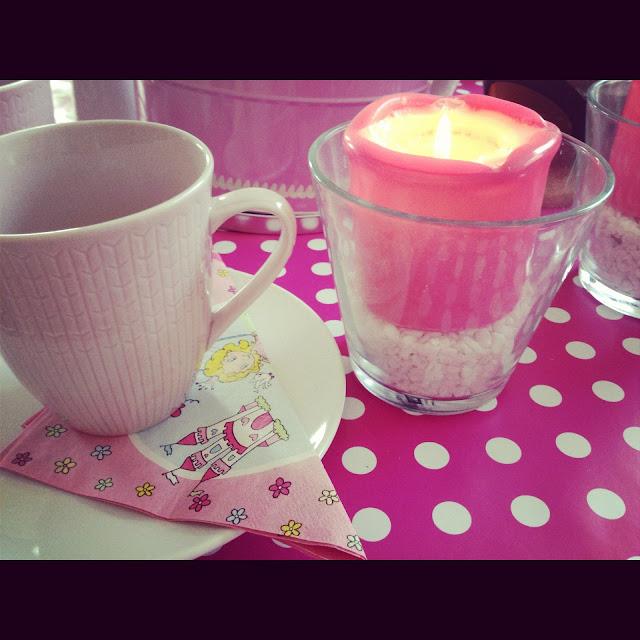 En rosa söndagsfika…