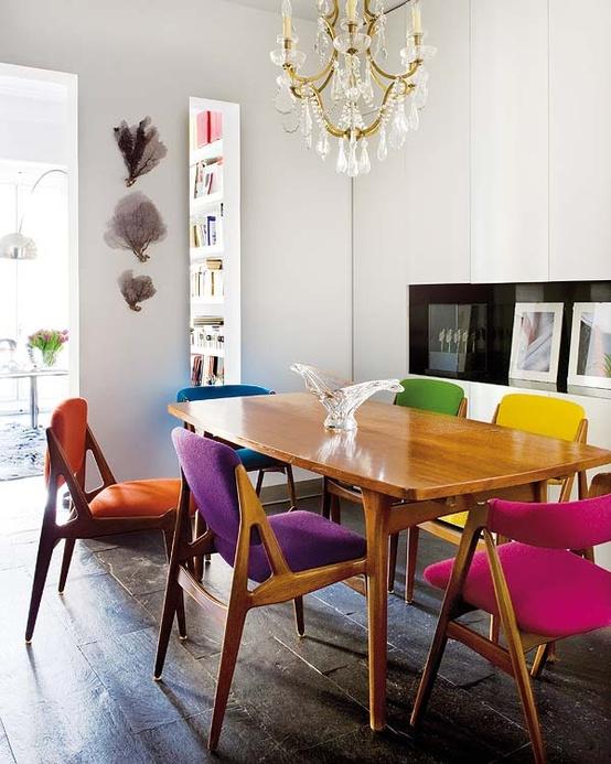 Cadeiras-diferentes-na-sala-de-jantar-22