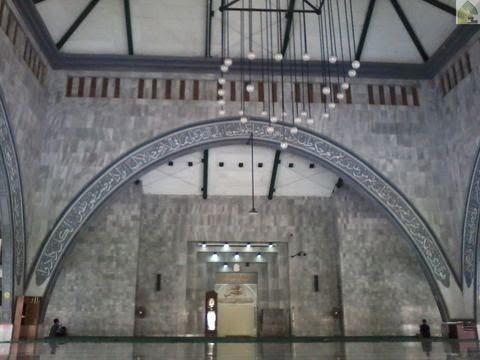 dalam mihrab masjid ukhuwah islamiyah