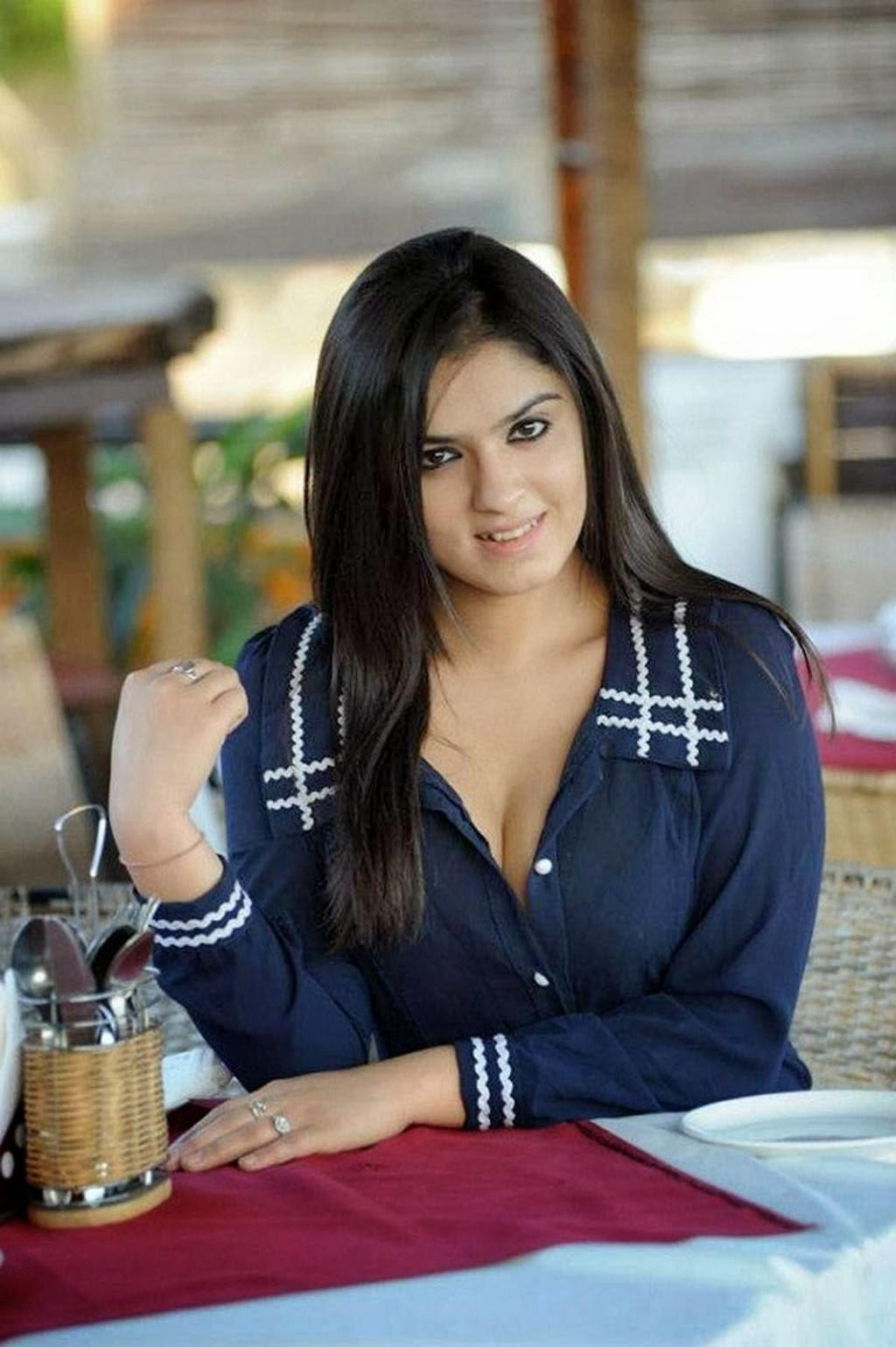 Sidhika Sharma-Paisa Heroine Hot Photos