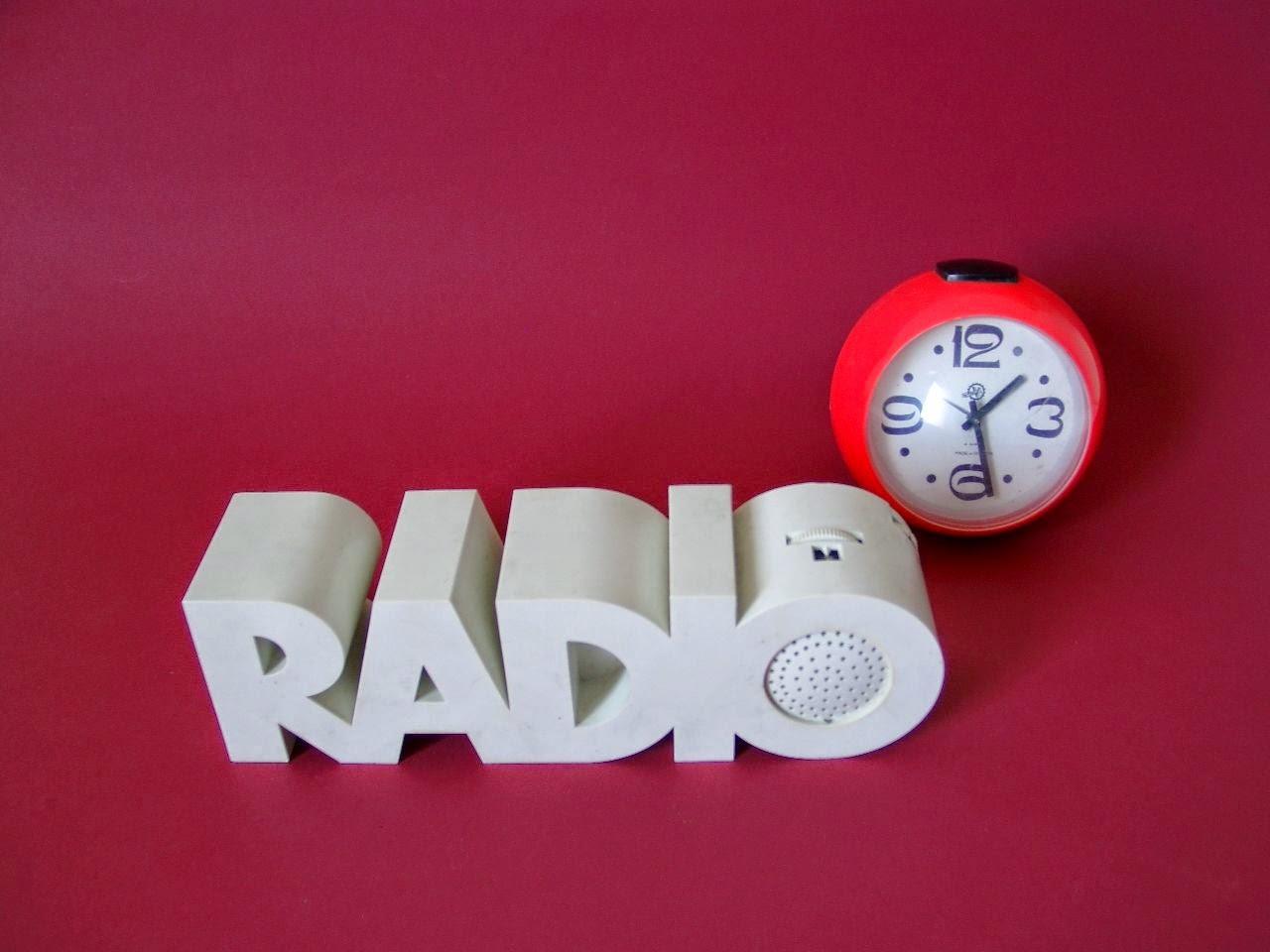 Radio 1970s 70er Jahre Design und Uhr